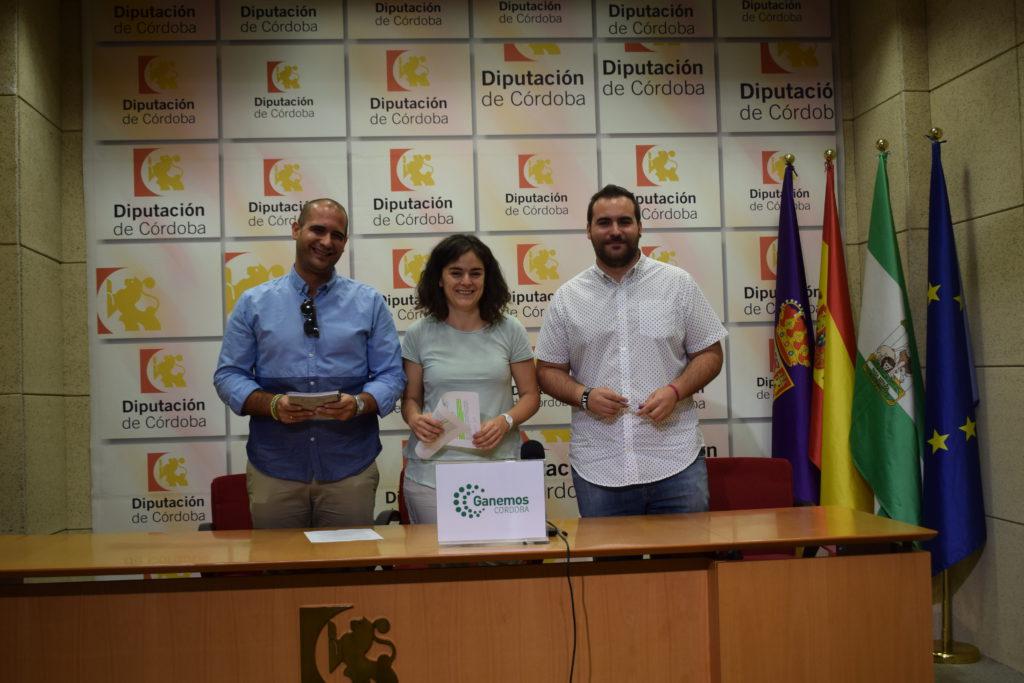 La diputada provincial de Ganemos, Mª Ángeles Aguilera, junto a concejales de Vamos La Victoria.